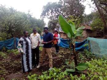 Blog Ende Mai - Kristina und Julius bei neuem Gartenprojekt